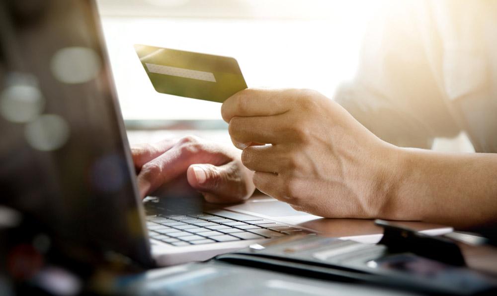 Lagre kortinformasjon og betal med et klikk hos Loopia