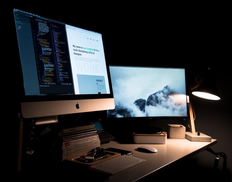 Desktop som viser design for å gjøre en bedre nettside